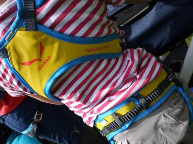 Gut gepolstert und gut angepasst ist der Salewa Klettergurt Rookie für Kinder. foto (c) kinderoutdoor.de