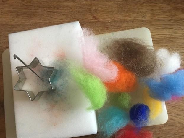 Nadelfilzen mit KIndern braucht wenig Material und Zeit. foto (c) kinderoutdoor.de