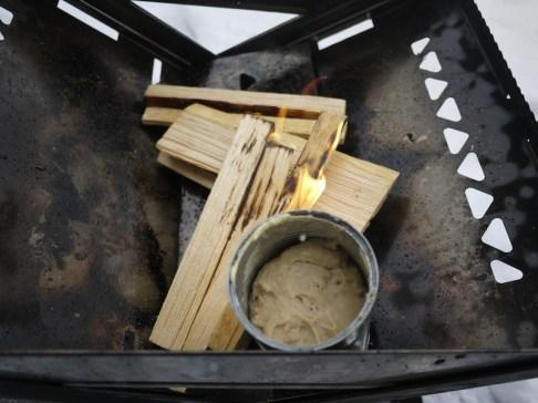 In der Feuerschale oder am Lagerfeuer lassen wir das Brot backen. foto (c) kinderoutdoor.de
