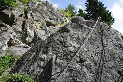 Wer sich mit der Familie in einen Klettersteig wagt, der muss sich selbst und die Kinder sichern können. foto (c) kinderoutdoor.de