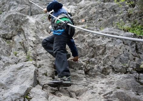 Am Salewa Klettersteig bei Oberjoch müsst Ihr optimal ausgerüstet und trainiert sein. foto (c) kinderoutdoor.de