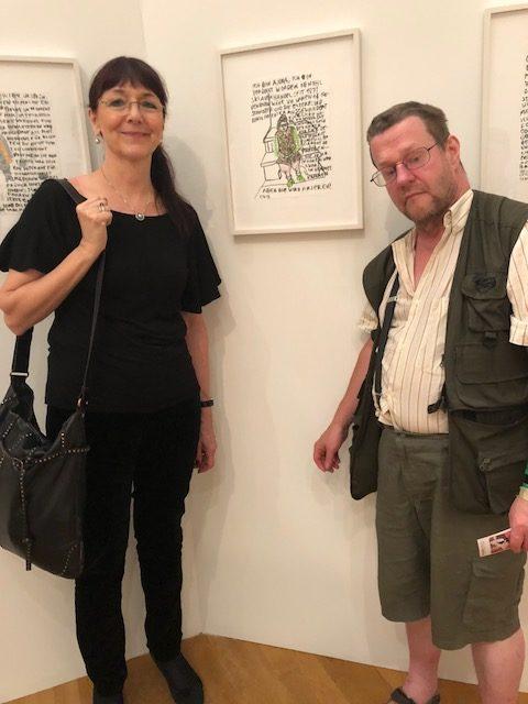 Der schweizer Künstler Clemens Wild vor einem seiner Werke während der euward7-Ausstellung im Buchheim Museum