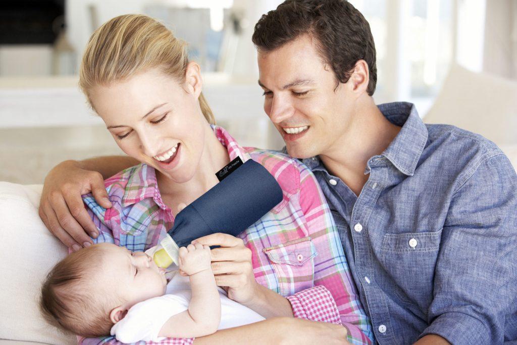 Zur Erstausstattung gehört auch eine Babyflasche für unterwegs. Der Thermobecher sorgt dafür, dass Milch, Tee oder Wasser lange Zeit ihre jeweilige Temperatur halten.