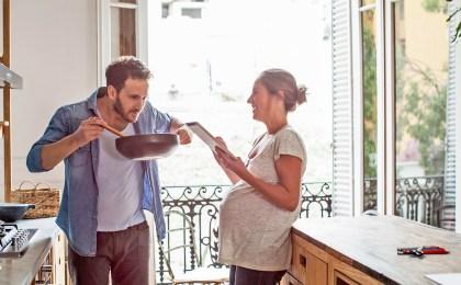 Für eine gute Jodversorgung sollte im Haushalt jodiertes Speisesalz verwendet werden. Schwangere brauchen aber in der Regel ergänzend Jodtabletten.