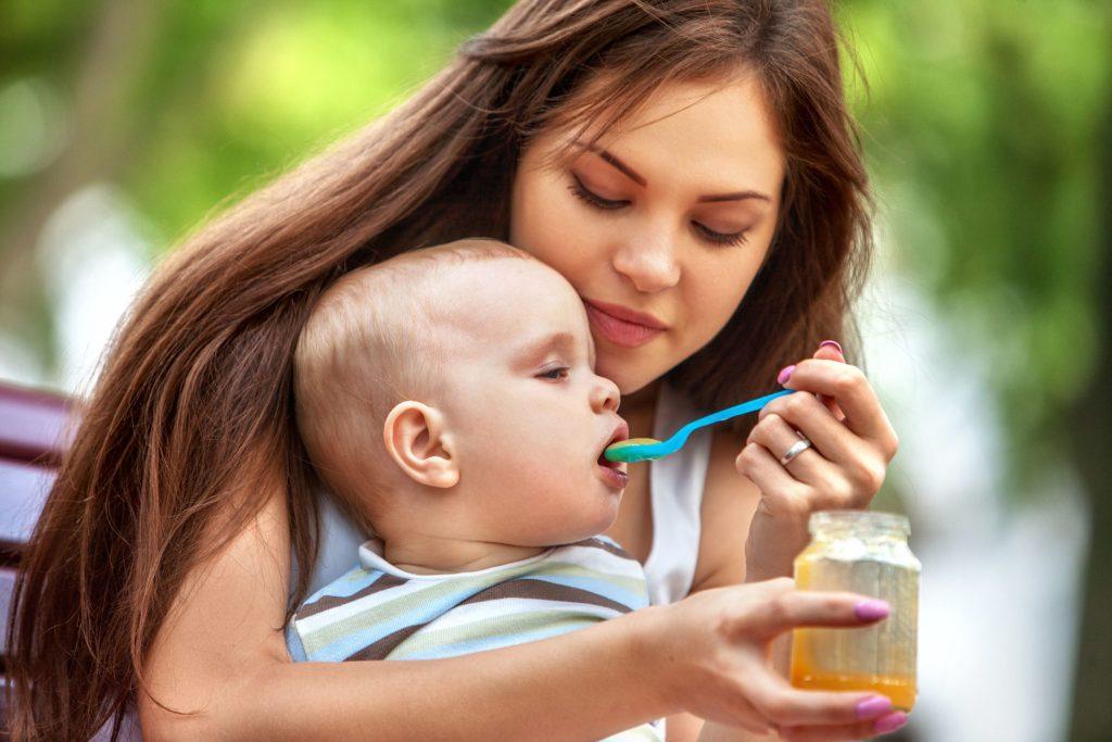 In dem umweltfreundlichen Thermogläschen können warmes Karottengemüse oder andere Mahlzeiten für die Kleinen mitgenommen werden.