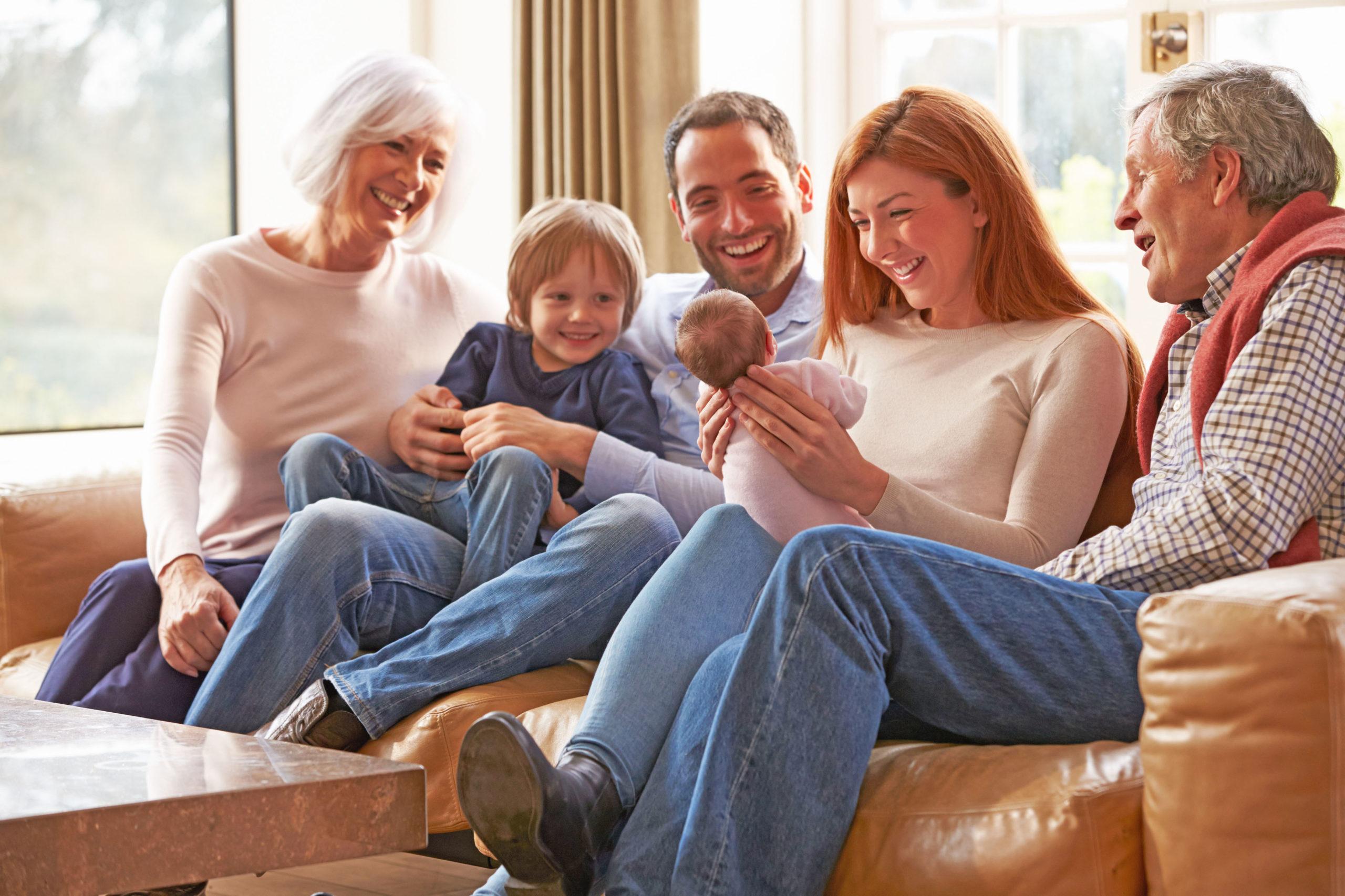 Familie mit Baby - Keuchhusten