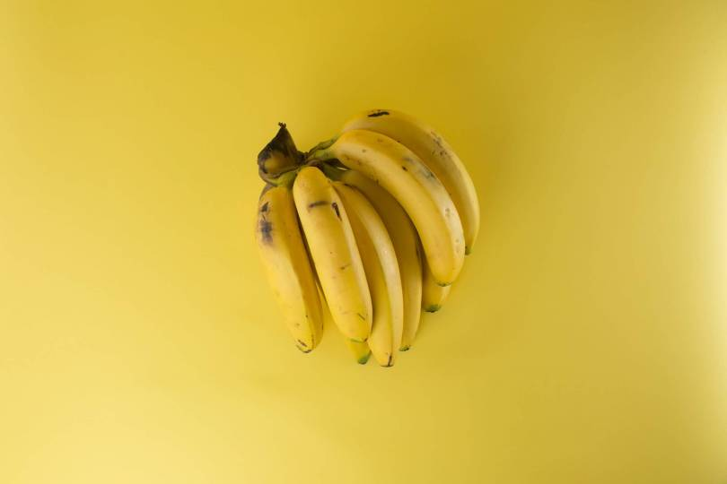 how many calories in a large banana