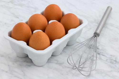 How long do eggs sit out