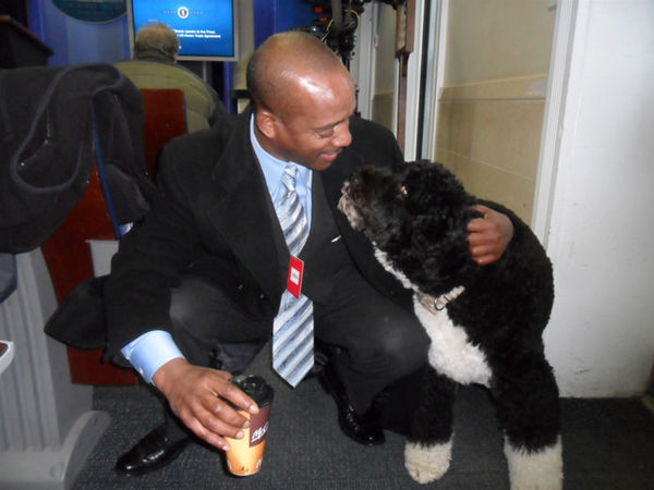 Doni Glover and Bo Obama, November 2011 (White House)