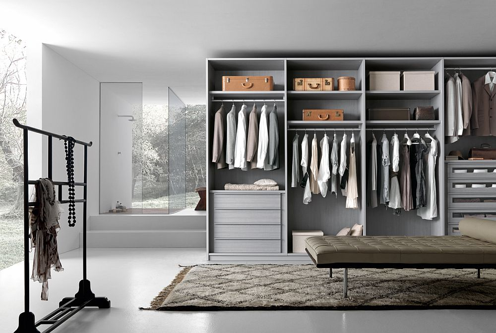 Spacious-central-area-and-a-series-of-exqusite-open-and-closed-units-craft-a-brilliant-walk-in-wardrobe