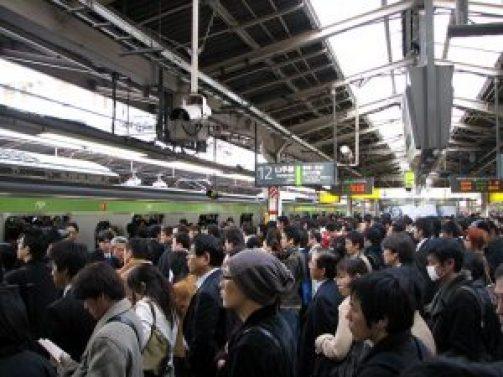 新宿駅・通勤ラッシュ