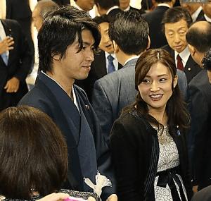 (ニュースQ3)育休宣言の議員に不倫疑惑報道、影響は:朝日新聞デジタル