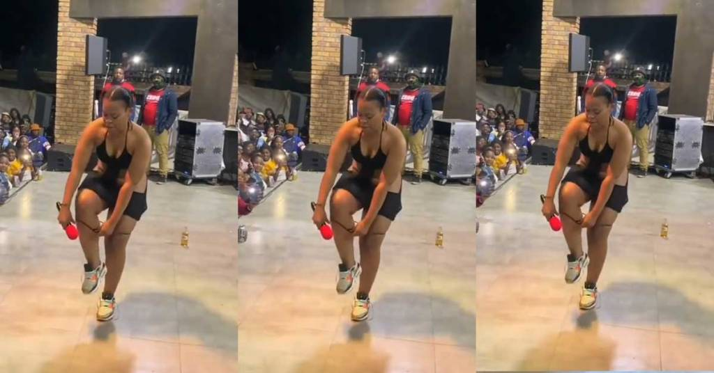 Zodwa Wabantu Makes Fans Scream As She Takes Off Her Pαnt During Stage Performance