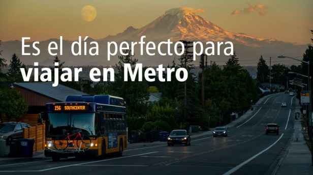 Route 156 bus with Mount Rainier in background (Spanish version)