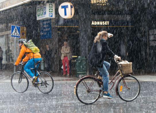 Rain_showers_in_Stockholm_2015