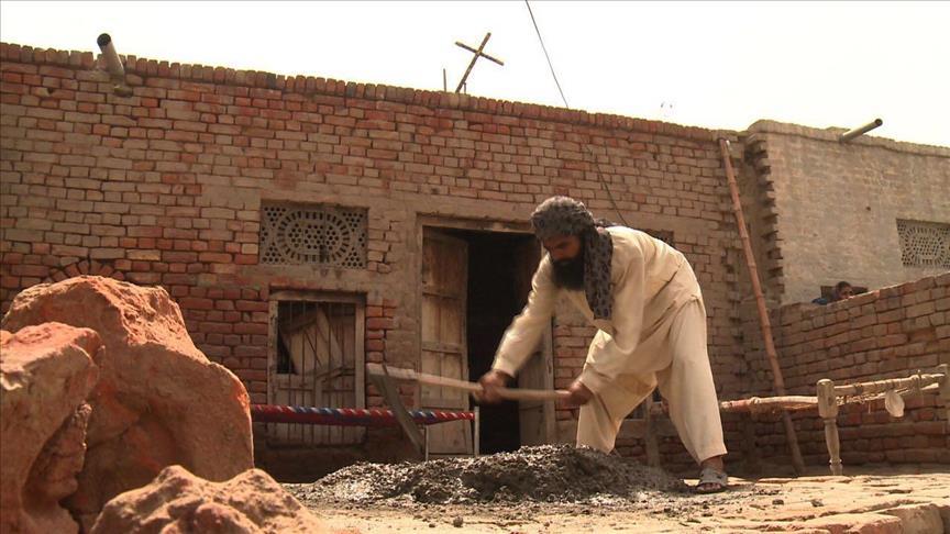 Great !!! Pakistani Muslims Build Church For Christian Neighbors