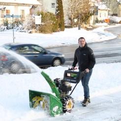 Christian beim Schneefräsen Yeah!