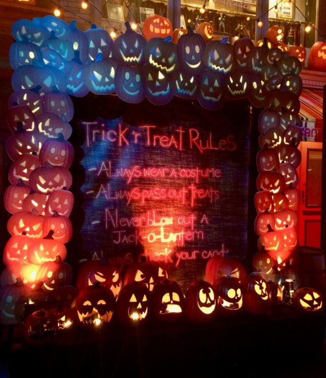 Trick-r-treat scare zone Rules of Halloween