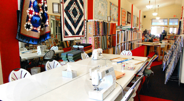 Kingman_AZ_Connies_Quilters_hideaway_sewing