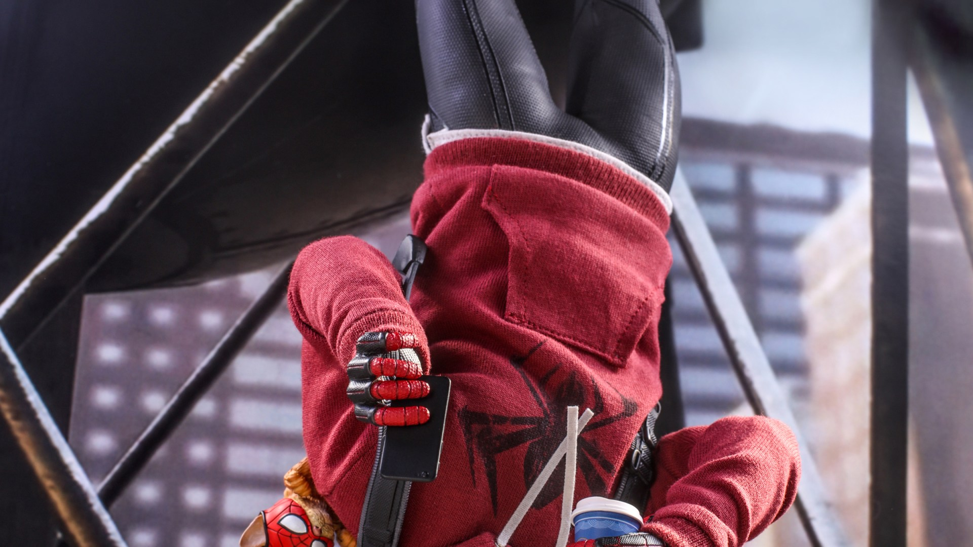 Hot Toys – SMMM – Miles Morales (Bodega Cat Suit) collectible figure_HR12