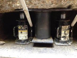 Two hydraulic jack solution