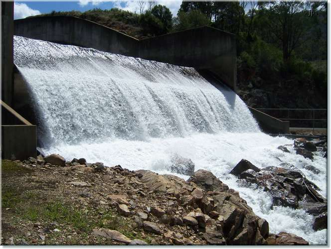 Lake William Hovell Spillway