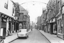 1958 Queens Head (left) (Lynn Forums)
