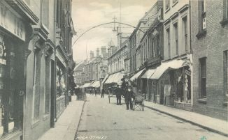 1880s (approx) No 5 High St (right) (Trues Yard)