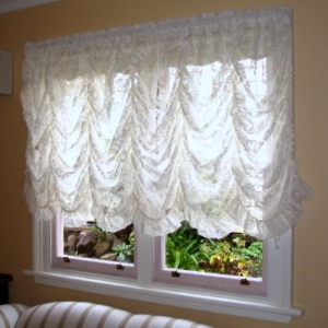 Lace-Festoon curtains