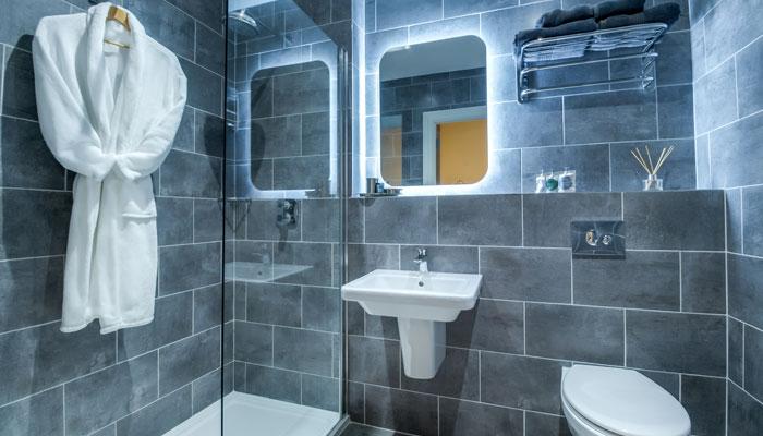 Superior Bathroom - Kingstons Townhouse