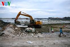 Dự án xây dựng âu thuyền - cầu cảng xã An Hải. Nơi đây từng là bờ biển với bãi đá rất đẹp, giờ thành bãi rác ngổn ngang