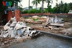 Còn đây là một khu mộ ở xã An Vĩnh, nằm ngay bên con đường chính đi từ xã An Vĩnh sang xã An Hải