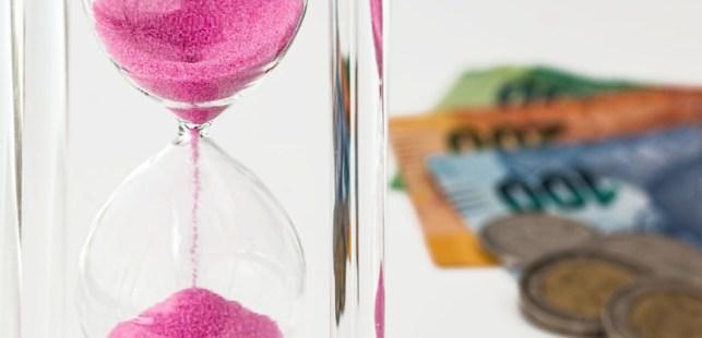 砂時計と外国のお金