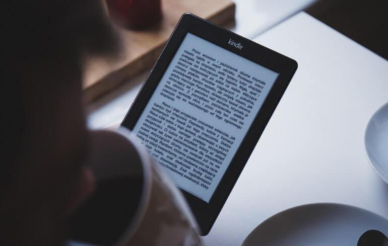 電子書籍をタブレットで読む人