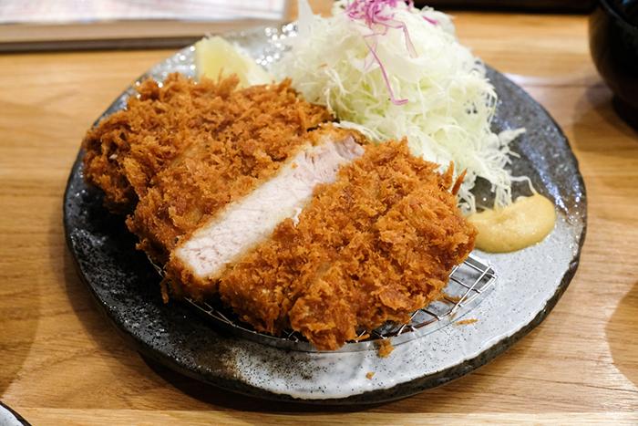 カパフルのヒーヒン・プラザ2Fに新オープンの「Tonkatsu Tamafuji(とんかつ玉藤)」をチェック