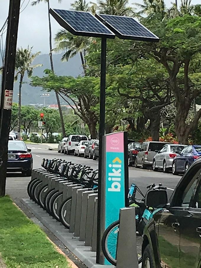 Waikiki Banyan(ワイキキ・バニアン)から1番近いbikiストップ