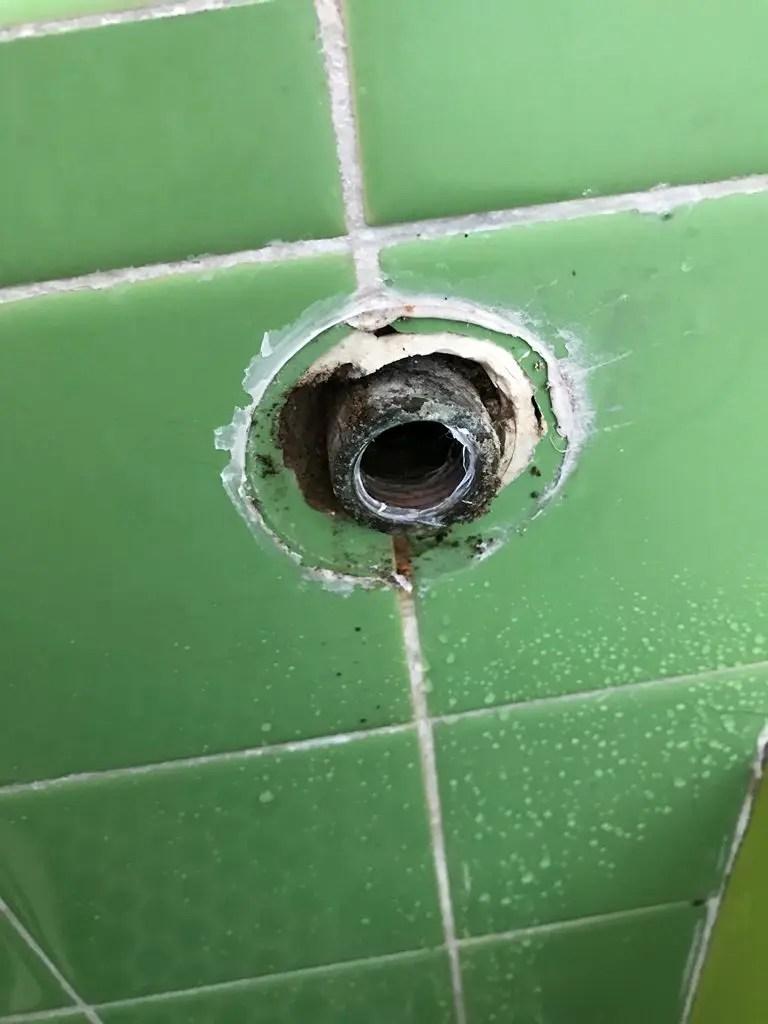 浴室サーモ式シャワー水栓取外し後