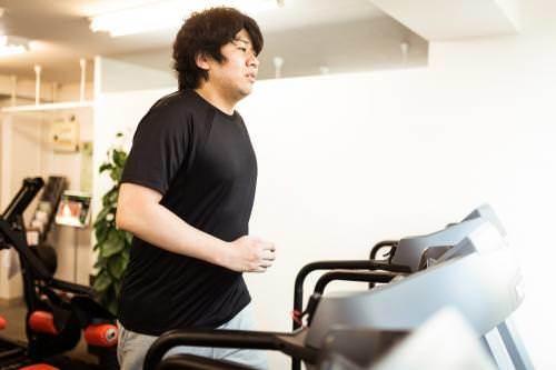 有酸素運動する男性