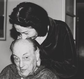 Le baiser. Judith et Lucien Hervé Paris. Portrait.