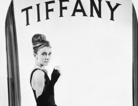 Śniadanie u Tiffany'ego - klasyczna mała czarna sukienka na Audrey Hepburn