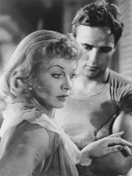 """Za przełom wchorobie Vivien często uważa się rolę znerwicowanej Blanche Dubois w""""Tramwaju zwanym pożądaniem"""". Grała ją nietylkowfilmie, aleinascenie, przezwiele lat."""