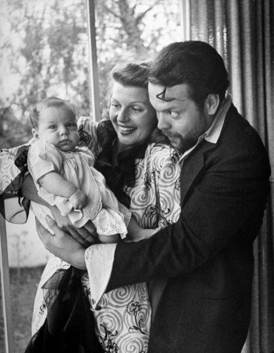 Rita Hayworth iOrson Welles wraz zcórką