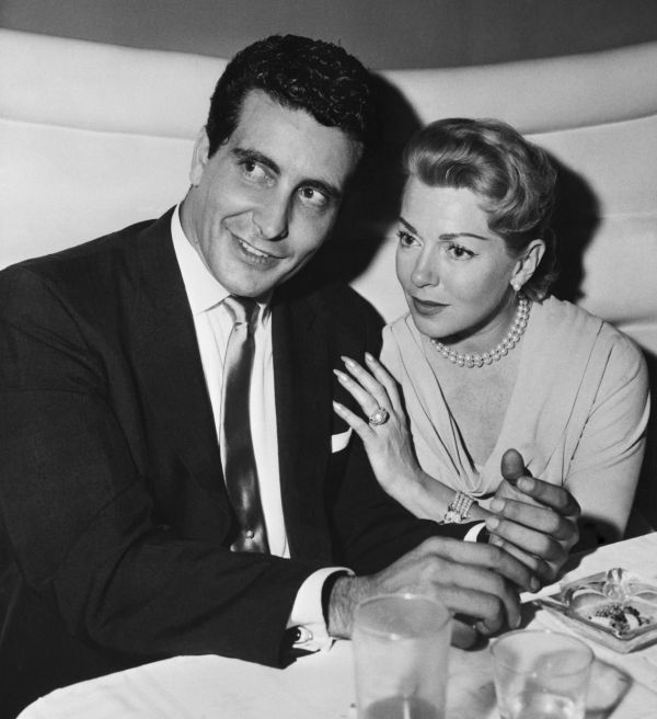 Lana Turner i Johnny Stompanato w restauracji