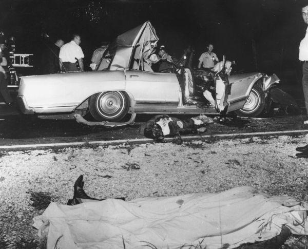 Zdjęcie rozbitego auta Jayn Mansfield tuż powypadku