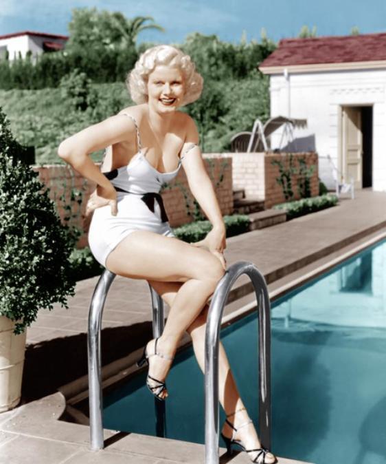 Jean Harlow przy basenie