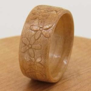 浮き彫りの木の指輪 花かんむり