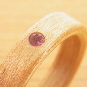 誕生石の木の指輪