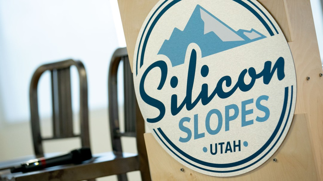 logo of silicon slopes, Salt Lake photographer, Laura Kinser, member at Silicon slopes networking event, panel discussion, empowering women, Silicon slopes Founders Chapter: Empowering Female Founders, event photographer Kinser studios