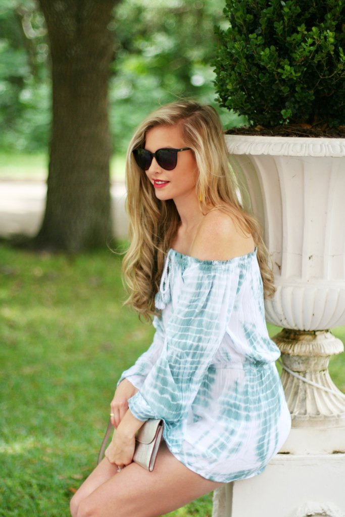 Lifestyle blogger Kinsey Walsh with off the shoulder top and sailor skirt with floppy hat