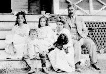 The Swain Family Summer 1915 bnw